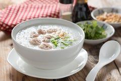Congee tailandês tradicional com carne de porco triturada Fotos de Stock