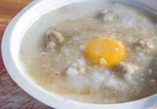 Congee tailandese della prima colazione di stile con carne di maiale Fotografie Stock Libere da Diritti