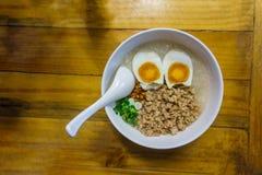 Congee tritato della carne di maiale con l'uovo Fotografia Stock Libera da Diritti