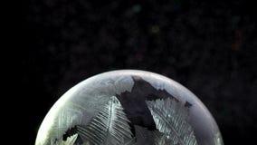 Congelación del copo de nieve del globo de la nieve de la Navidad almacen de metraje de vídeo