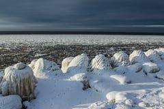 Congelado sobre o cais no céu escuro Imagem de Stock Royalty Free