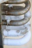 Congele na tubulação quando nitrogênio da fonte para processar, recipiente com nitrogênio líquido, lote do vapor, gelo fresco no  imagens de stock royalty free