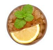 Congele o chá do limão com opinião superior da hortelã isolado no fundo branco, trajeto Fotos de Stock