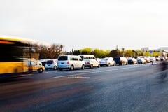 Congestão do automóvel nas horas de ponta da manhã Fotos de Stock