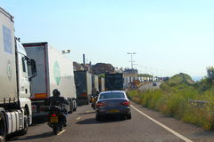 Congestion Douvres R-U de trafic autoroutier A20 Images libres de droits