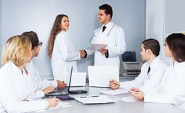 Congratulation of a female young doctor. Iat conferencia Royalty Free Stock Photos