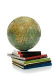 Conhecimentos do globo e dos livros fotos de stock royalty free