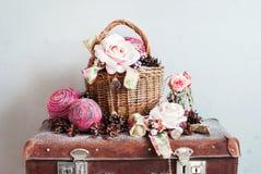 Coni d'annata di Toy Gifts Boll Rose Pine di Natale Immagini Stock