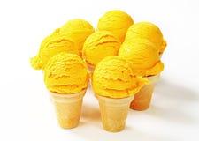 Coni di gelato gialli Fotografia Stock