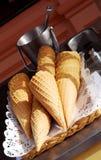 Coni di gelato su un carrello fotografia stock libera da diritti