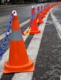 Coni di traffico su una strada a due corsie Immagine Stock Libera da Diritti