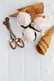 Coni gelati della fragola sparati da sopra Fotografia Stock Libera da Diritti