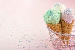 Coni gelati dentro su fondo rosa Fotografia Stock Libera da Diritti