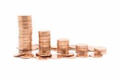 Coni, pila bronzea della moneta su fondo bianco Fotografia Stock