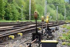 Coni retinici d'acciaio, conducenti alle affluenze ferroviarie Fotografia Stock Libera da Diritti