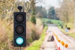 Coni verdi dei semafori di lavori stradali BRITANNICI dell'autostrada Fotografie Stock
