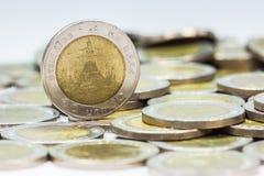 Conia la Tailandia Wat Arun Temple a Bangkok, Tailandia, rappresentata nella moneta tailandese da dieci baht Immagini Stock