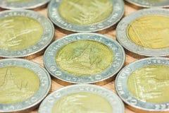 Conia la Tailandia Wat Arun Temple a Bangkok, Tailandia, rappresentata nella moneta tailandese da dieci baht Fotografia Stock