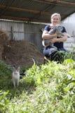 Conigli crescenti su un'azienda agricola Immagini Stock Libere da Diritti