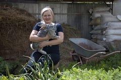 Conigli crescenti su un'azienda agricola Fotografie Stock Libere da Diritti