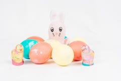 Coniglietto di pasqua con le uova di Pasqua Immagini Stock Libere da Diritti