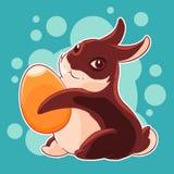 Coniglietto di pasqua del cioccolato con l'uovo in sue zampe caccia Festa della primavera Illustrazione di vettore Fotografia Stock