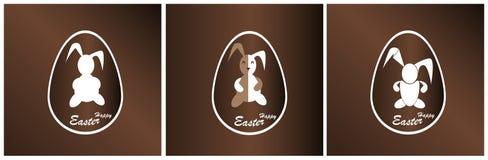 Coniglietto di pasqua dell'insegna in un uovo di cioccolato Fotografie Stock Libere da Diritti