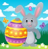 Coniglietto stilizzato con il tema 2 dell'uovo di Pasqua Immagine Stock