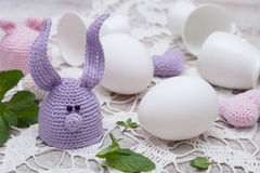 Coniglietto sveglio per le uova di Pasqua Fotografia Stock