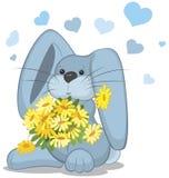 Coniglio blu con i fiori della margherita Fotografie Stock