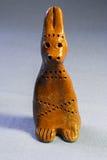 Coniglio dell'argilla. Il giocattolo dei bambini tradizionali Fotografia Stock Libera da Diritti