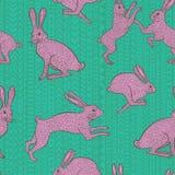Coniglio di coniglietto rosa sul modello geometrico verde blu di ripetizione del fondo Immagini Stock Libere da Diritti