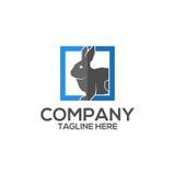 Coniglio sul logo quadrato di vettore dell'icona Fotografia Stock Libera da Diritti