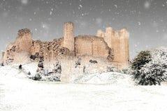 Conisbrough slott i vinter arkivfoto