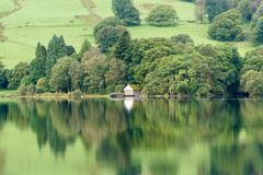 coniston λίμνες λιμνών της Αγγλίας περιοχής cumbria πολύ ένα ύδωρ του s Στοκ Φωτογραφία