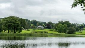 CONISTON woda, jezioro DISTRICT/ENGLAND - SIERPIEŃ 21: Ampuła dom Zdjęcie Stock