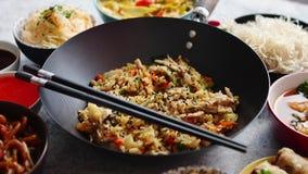 Conjunto chino del alimento Composición asiática del concepto de la comida del estilo almacen de metraje de vídeo
