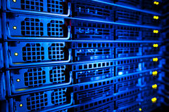 Conjunto da cremalheira do server em um centro de dados Imagens de Stock Royalty Free