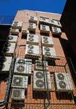 Conjunto de acondicionadores en una pared Fotografía de archivo