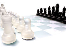 Conjunto de ajedrez de cristal foto de archivo libre de regalías