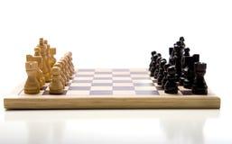 Conjunto de ajedrez en el fondo blanco fotos de archivo