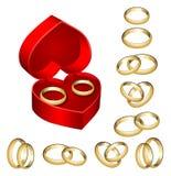 Conjunto de anillos de bodas del oro con el rectángulo en forma de corazón Foto de archivo