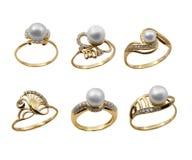Conjunto de anillos elegantes de la joyería con la perla Foto de archivo libre de regalías