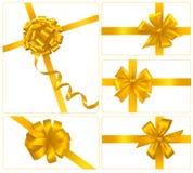 Conjunto de arqueamientos del regalo del oro con las cintas. Vector. ilustración del vector