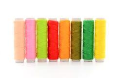 Conjunto de carretes coloridos de la cuerda de rosca Fotos de archivo