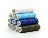 Conjunto de carretes coloridos de la cuerda de rosca Imagen de archivo libre de regalías