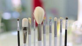 Conjunto de cepillo para el maquillaje almacen de video