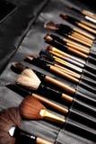 Conjunto de cepillos del maquillaje Las herramientas para el rostro profesional, maskara, sombreadores de ojos, fundación, lápiz  imagen de archivo