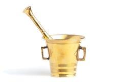 Conjunto de cobre amarillo antiguo del mortero y de la maja Imágenes de archivo libres de regalías