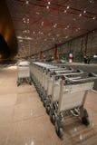 Conjunto de coches de bagaje vacíos Fotografía de archivo